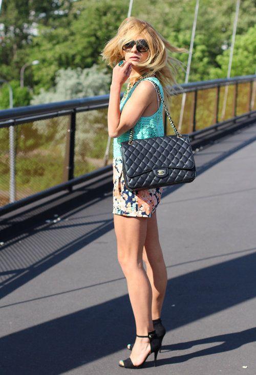 Windy flower  , Chanel en Bolsos, Zara en Tacones / Plataformas, Brandy Melville en Camisetas de tirantes, Zara en Pantalones cortos