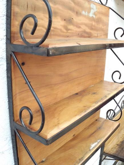 Prateleira multi-uso feita em ferro e madeira! Excelente acabamento! R$219,90
