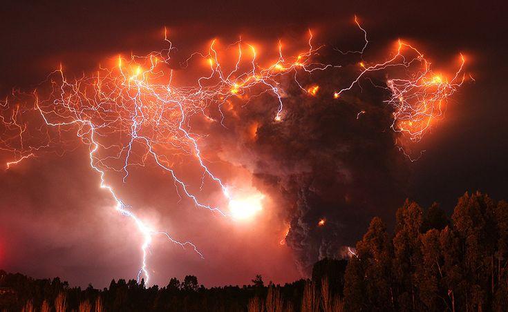 superbes images d une eruption volcanique au chili 7   Splendides photos dun orage volcanique   volcan photo orage lave image Francisco Negr...
