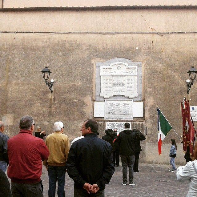 Lapidi in memoria dei caduti delle due guerre e delle vittime dell'affondamento dell'Andrea Sgarallino- Piazza del Popolo, Rio nell'Elba