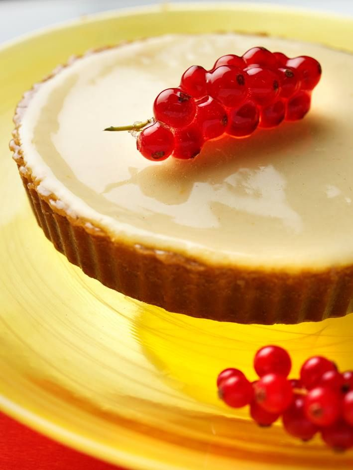 Yaz sofraları Divan'la güzel!  Frenk üzümlü cheesecake #BeylikdüzüMigros AVM Divan Pastaneleri'nde... #bmigrosavm #cheesecake #summer #food #dessert