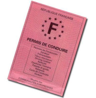 Traduction de votre permis de conduire : le permis français doit etre traduit. Ils n'accepte pas le permis de conduire international... Sauf certains loueurs de scooters (chez les loueurs de vélos). Comptez 3 semaines de délais !