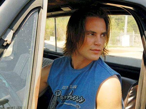 9 Reasons Why You Fell In Love With Tim Riggins