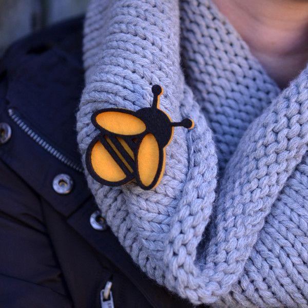 Broszka filcowa pszczoła - FeltLabel - Broszki z filcu