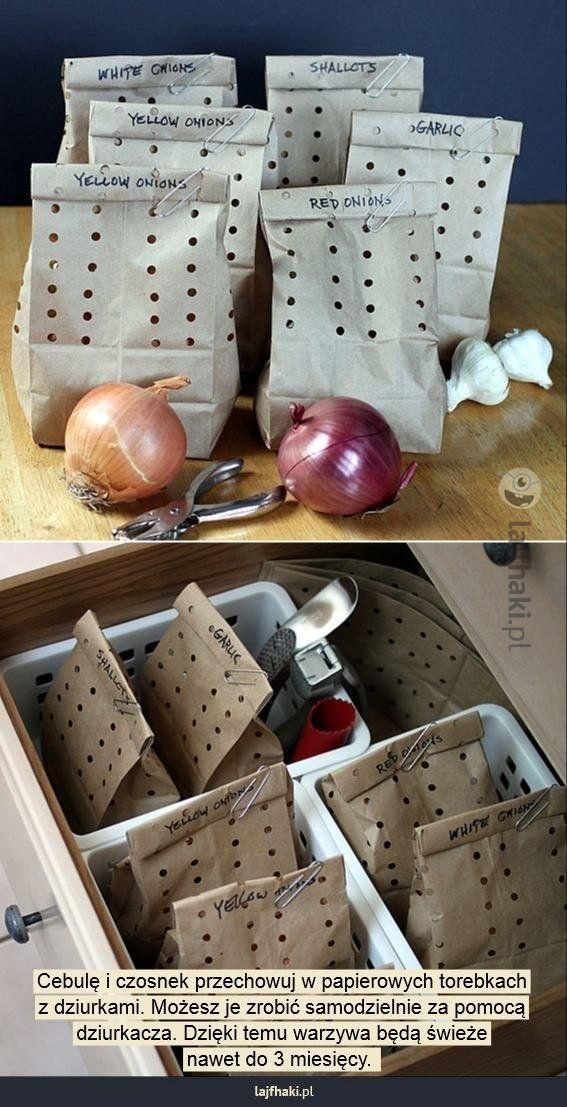 W czym przechowywać warzywa? - Cebulę i czosnek przechowuj w papierowych torebkach z dziurkami. Możesz je zrobić samodzielnie za pomocą dziurkacza. Dzięki temu warzywa będą świeże nawet do 3 miesięcy.