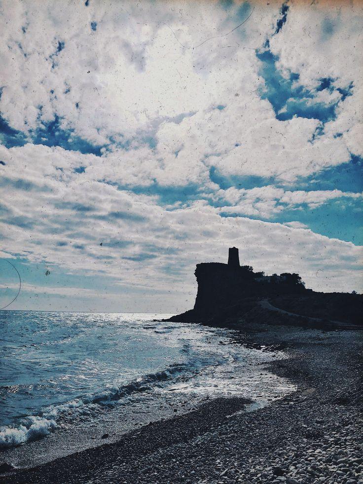 #playa #charco #alicante #efecto #fotografía #sea #castillo #piedras #vintage