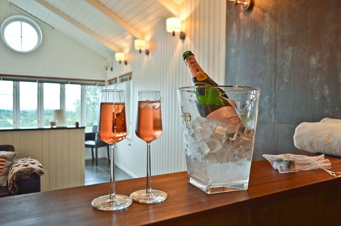 pre dinner drinks at the lodge resort Sweden