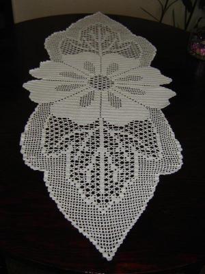 Çiçek desenli harika dantel şömen tabla masa örtüsü modeli