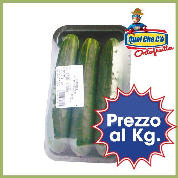 Cetriolo in vassoio. Un ortaggio dalle numerose qualità benefiche è un'ottimo contorno semplice e fresco. Prezzo al kg. a solo € 2,39!!!