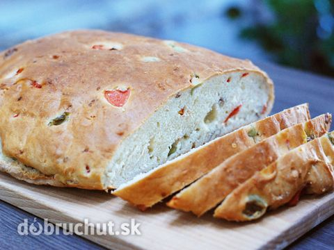 Fotorecept: Olivový chlieb s vlašskými orechmi -   Urobíme si kvások z droždia, cukru a teplej vody. Necháme napučať..  Do misy dáme múku,...