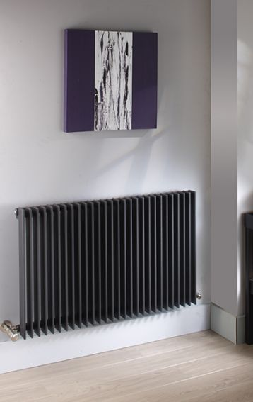 Vivid's large flat fins contribute to exceptional outputs and strong visual statement. Available across 20 horizontal & vertical models in a choice of 17 RAL colours 7 special finishes.