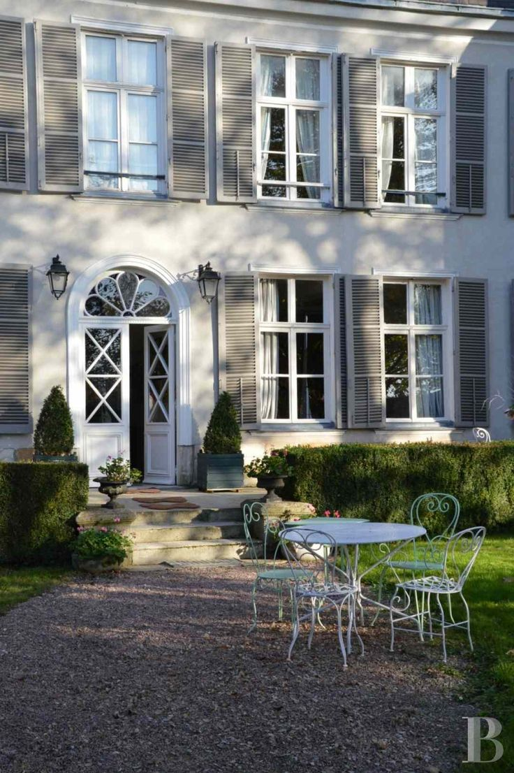 les 25 meilleures id es de la cat gorie hotel particulier sur pinterest maisons d 39 h tels. Black Bedroom Furniture Sets. Home Design Ideas