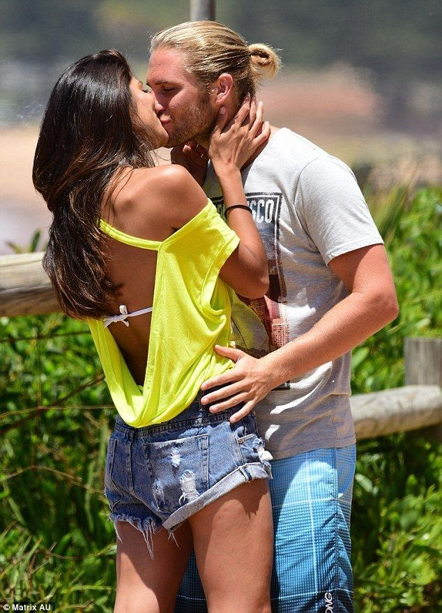 SPOILER ALERT! Which Home And Away characters have been caught kissing - Celebrity Fashion Trends