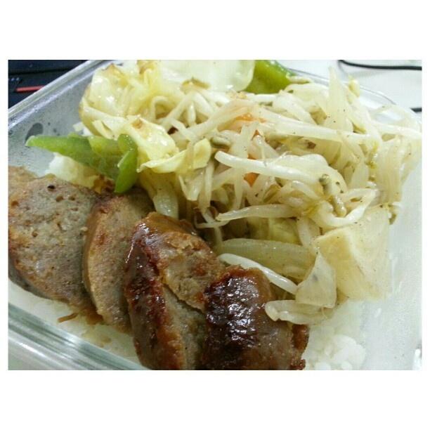 #もやし炒め とバカうま#ロンガニーサ #お弁当 stir-fried #beansprouts and #longanisa for my #packlunch #yummy#filipino#food#philippines#フィリピン