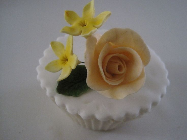 ip cake with a Rose