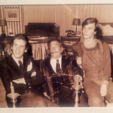 Miguel Bose con su padre Luis Miguel Dominguín y Salvador Dalí