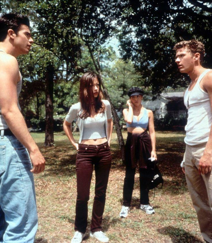 Horror Movie Franchises Through The Years Jennifer Love Hewitt Jennifer Love 90s Movies Fashion
