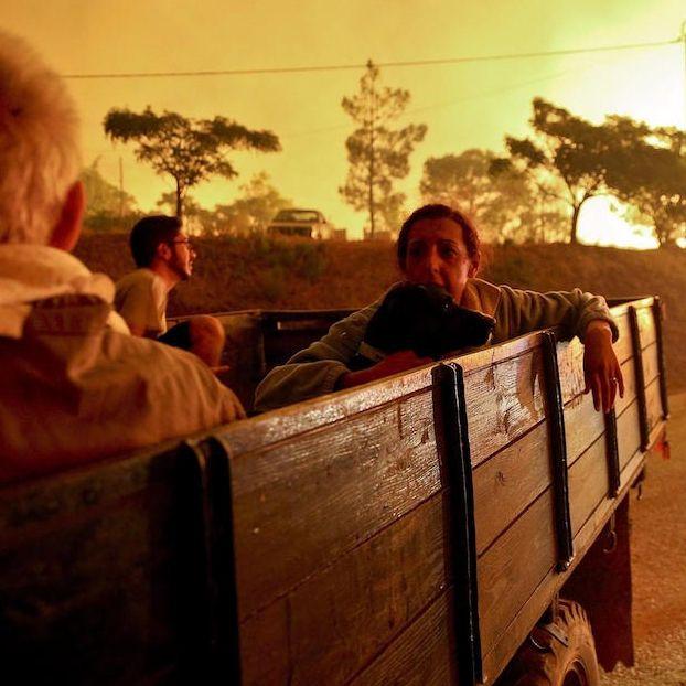 Alcune persone vengono evacuate nella zona di Serra de Monchique per un incendio boschivo attivo da giorni #Portogallo