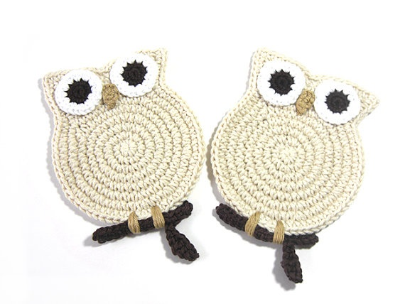 Ideas.. Owl Cream Crochet Coasters Sis, you should make a set for your home in honor to your resident owls! too cute