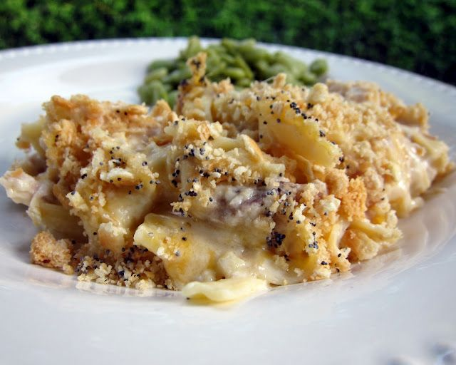 Cheesy Chicken Casserole. One dish meals are my fav! This one looks SO good - will have to try it soon!