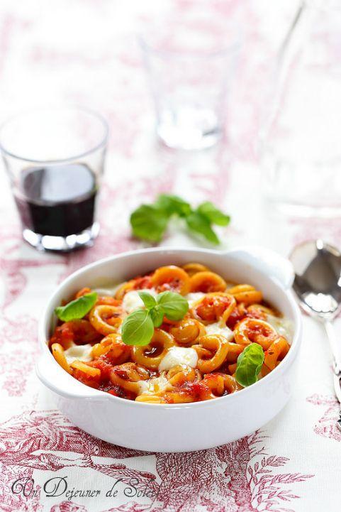 Pâtes cappelletti gratinées alla sorrentina : tomates, mozzarella et basilic - Pasta gratin with tomatoes and mozzarella ©Edda Onorato