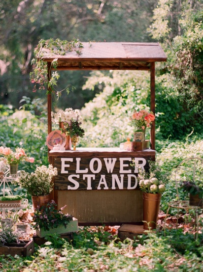 I so want a lovely little flower stand!