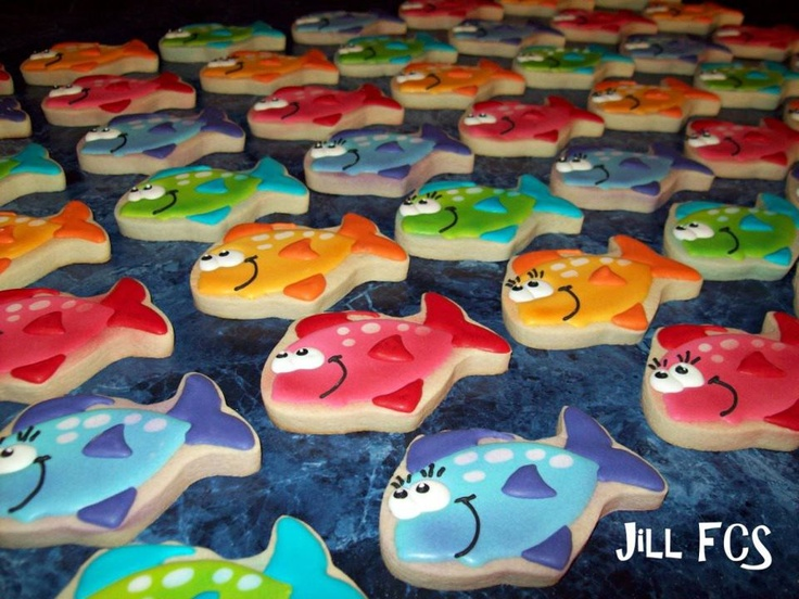 Just keep swimming, swimming, swimming!Schools Of Fish, Decor Cookies, Fish Shape Cake, Swimming Fun, Cookies Cupcakes Candies, Swimming Parties Cookies, Parties Ideas, Cookies Cutters, Fish Cookies
