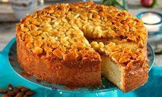 Härlig mjuk kaka som toppas med tosca. Brukar gå åt som smör!