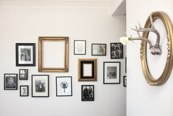 love this picture frame wall in @Krystal Bick's cute SF apt!Gallery Walls, Black White, Space Invaders, Vintage Frames, A Frames, Frames Wall, Pictures Frames, Pictures Wall, Bedrooms Ideas