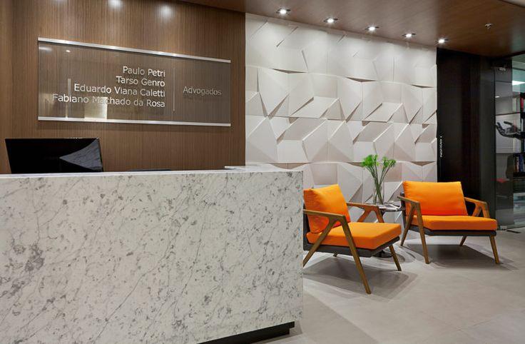 Projeto de Arquitetura de Interiores para a nova sede de escritório de advocacia Área: 124.00 m² Conclusão: Agosto de 2016 Local: Porto Alegre – RS Foto: André Cavalheiro
