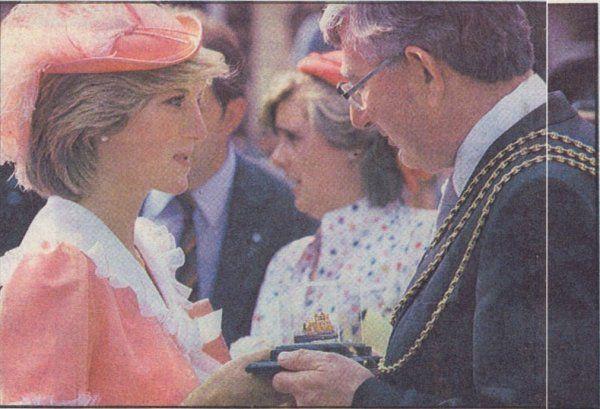 Princess Diana à Grimsby Town , Le 26 Juillet 1983 _ Suite