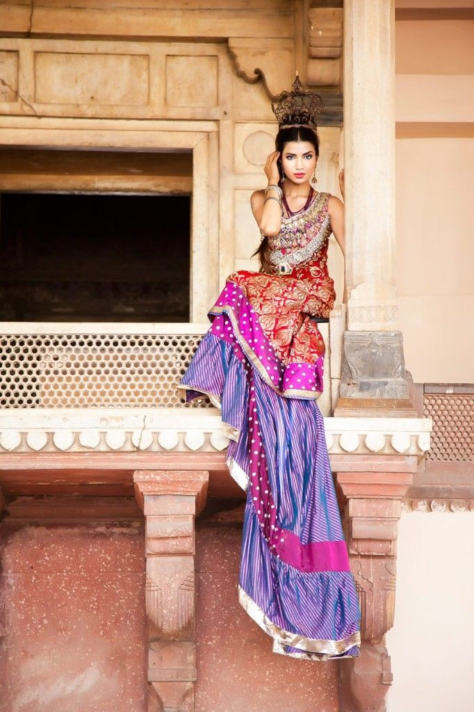 Indian women and their saris of all types are gorgeous and sexy!!!!