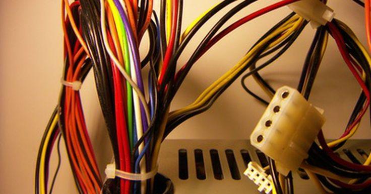 Para que serve o conector de alimentação ATX de 12 V e 4 pinos. Identificar os cabos de alimentação do computador e conhecer sua finalidade é uma necessidade para qualquer pessoa que faça sua manutenção. O conector de 12 V com 4 pinos normalmente é usado para alimentar a unidade central de processamento (CPU). A construção física e a capacidade operacional do conector de 12 V com 4 pinos são definidas no ...