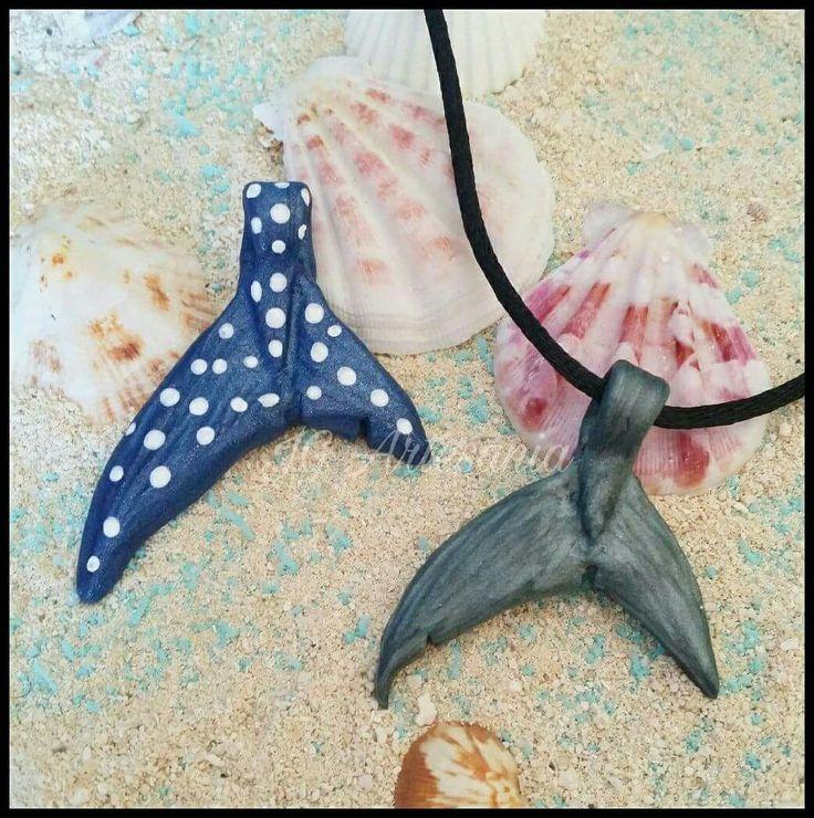 Gran Tiburón Blanco o Tiburón Ballena? Dos animales majestuosos y preciosos! Lleva contigo sus colas en colgante! Cual elijes tu?  Haz ya tu pedido en nuestro Facebook o en nuestra Tienda Online!  #tiburon #shark #ballena #jaws #sea #oceano #cola #whale #mar #fin #summer #water #verano #tiburonblanco #whaleshark #agua #polymerclay #colgante #necklace #predator #ocean #whiteshark #tiburonballena #depredador