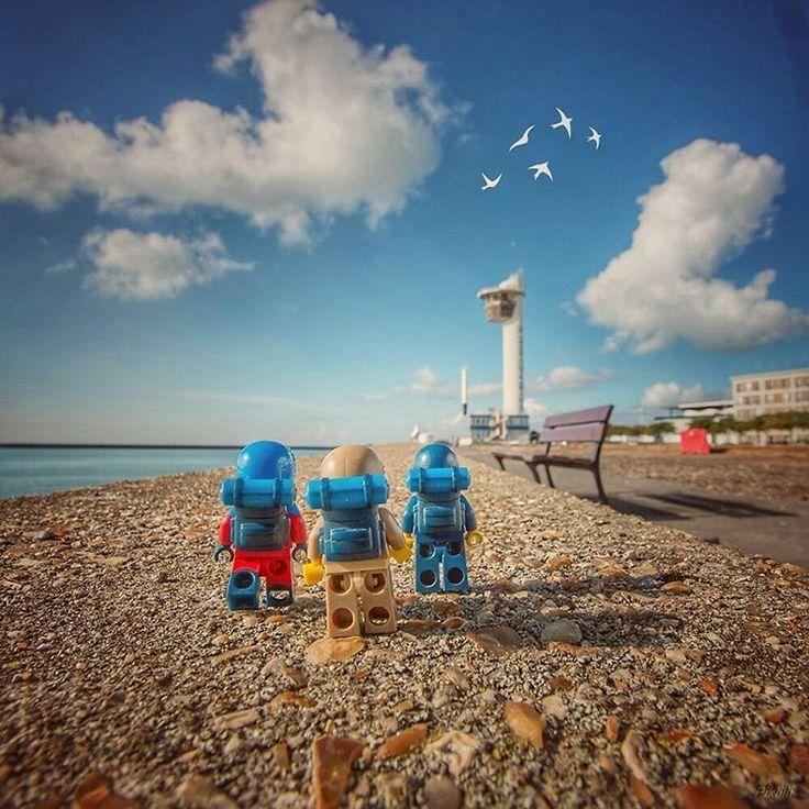 Les voyageurs....en route ! ! #legohumour #legography #lego #toyslagramlego #toygroup_alliance #toyslagram #toysartistrylego #toys #toysartistry #brickcentral #stuckinplastic #thuesday #normandietourisme #normandie #lhlehavre #portduhavre #lehavre #canon