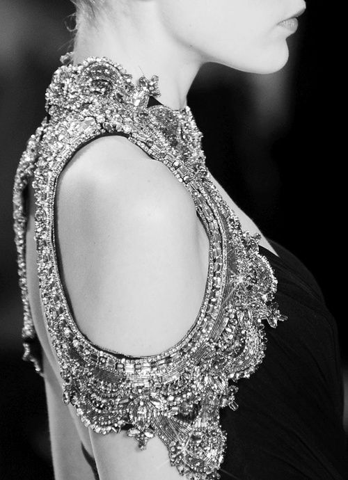 beautiful . detail - monique lhuillier