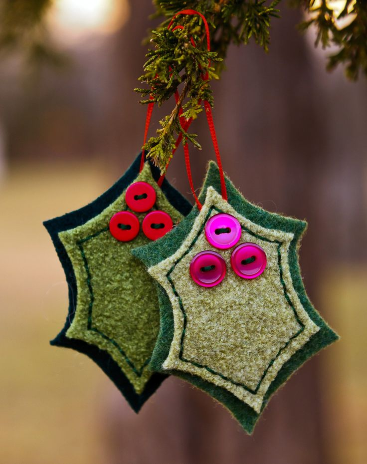 My (Faith Elliott) version of the Holly and Berries Felted Wool Ornaments.  I used buttons instead of pompoms & skipped the vein stitching.  I used felted wool sweaters, and skirts for my fabric.