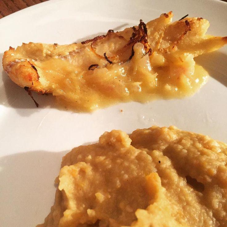 Poisson (Filet de merlan) mariné aux aromatesaccompagné dune purée de fevettes #poisson #merlan #fevettes #cuisinemaison #cuisine #food #homemade #faitmaison N'hésitez pas à nous demander la recette nous la publierons dans notre bloghttp://ift.tt/1q7mxub Vous pouvez nous suivre dans Twitter @mememoniq ou sur Facebook http://ift.tt/1JA3KvP