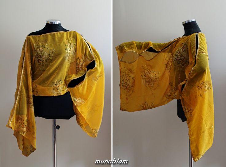 Yamhuna: Casacca in Sari Indiana con manica a kimono chiusa da ganci ed apribile lasciando le braccia scoperte.