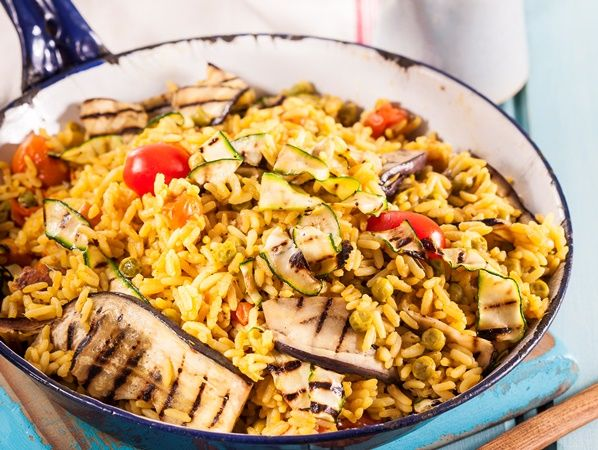 Vegetable paella • Meatless, tasty and simple to be enjoyed with family and friends.