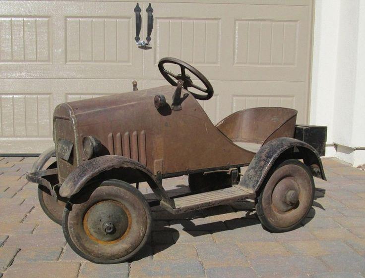 Steelcraft-29-Cadillac?-Pedal-Car