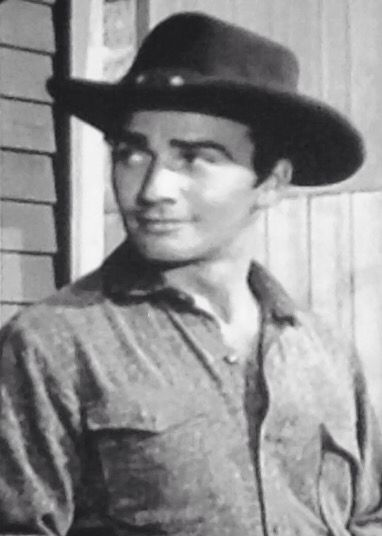 James Drury in an episode of Gunsmoke @hulbertruthie ❤️