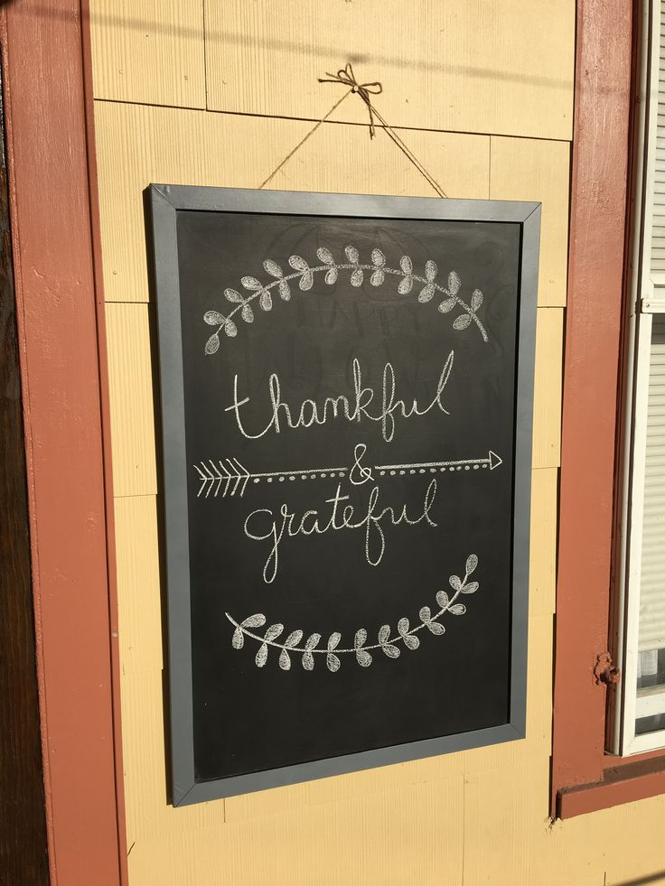 Simple Thanksgiving chalkboard design.                                                                                                                                                                                 More
