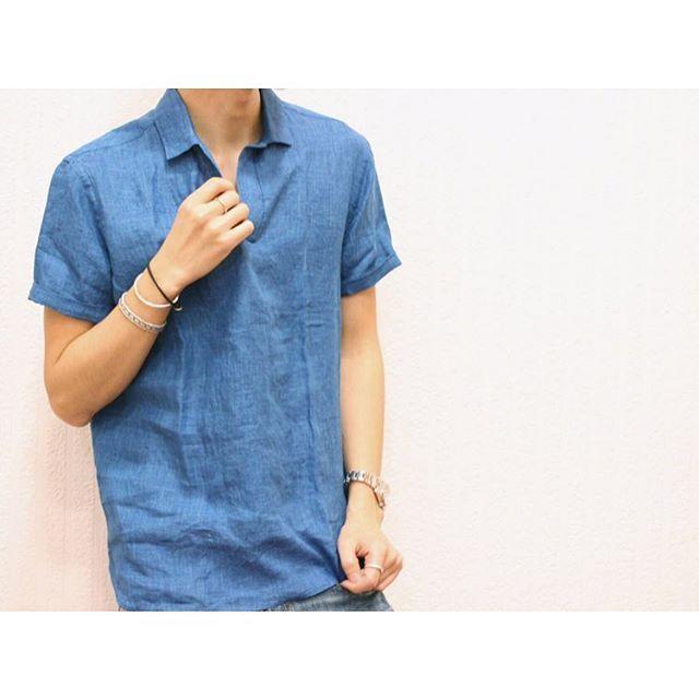 ▶︎ vintage linen shirt . . リネン素材ですが肌触りがソフトなスキッパーシャツ。 シルエットはボックスで少しルーズな プルオーバーシャツ。 夏場にさらりと一枚で着用出来ます! . . #threedots #threedotsmen #linenshirt #summer #mensfashion #fashion #menswear #mensclothing #coordinate #mensstyle #look #tagsforlikes #tflers #outfit #ootd #instagood #instacode #スリードッツ #メンズ #リネンシャツ #スキッパー #メンズファッション #ファッション #メンズコーデ #コーデ #カジュアル #カジュアルコーデ #メンズスタイル #スタイル #サマー . .