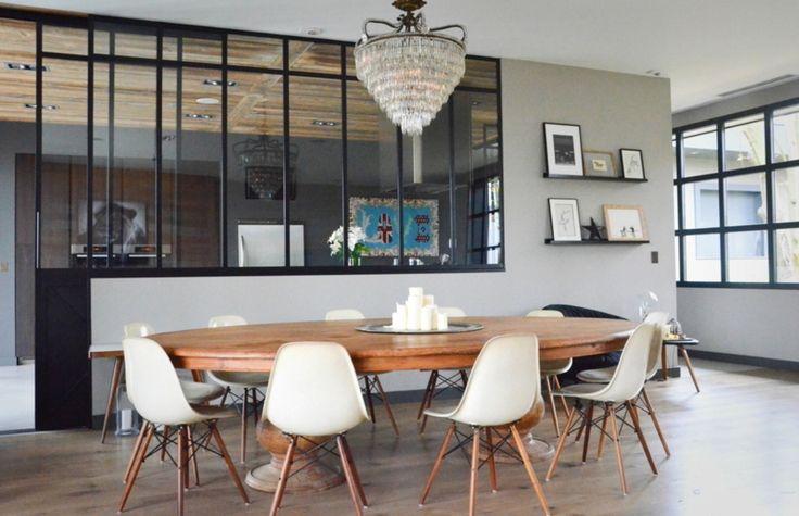 Belle maison moderne et chaleureuse.