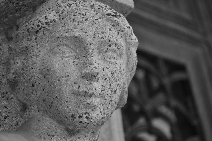 Escultura en Mausoleo - Cementerio General. Santiago de Chile.