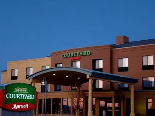 Courtyard Fargo Moorhead Mn Minnesota Located Just Miles From State University Offers Guest Rooms