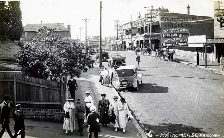 Katoomba St,Katoomba in the Blue Mountains region of New South Wales in 1915. Blue Mountains City Library.