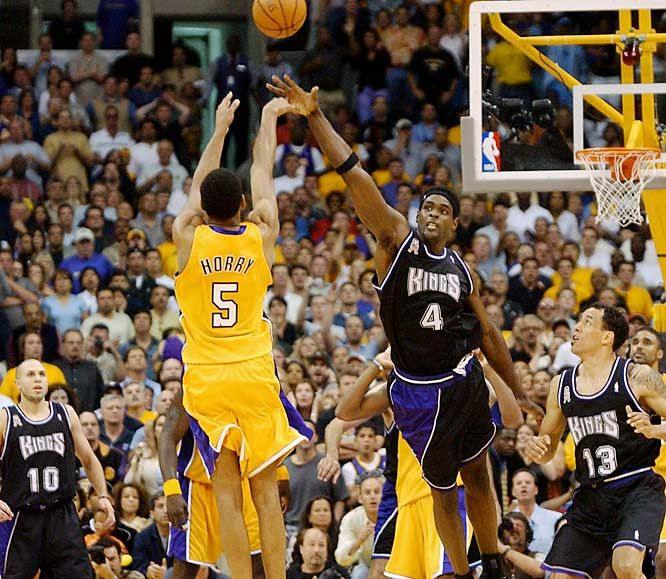 Robert Horry Buzzer Beater. Such a memorable and exciting moment!