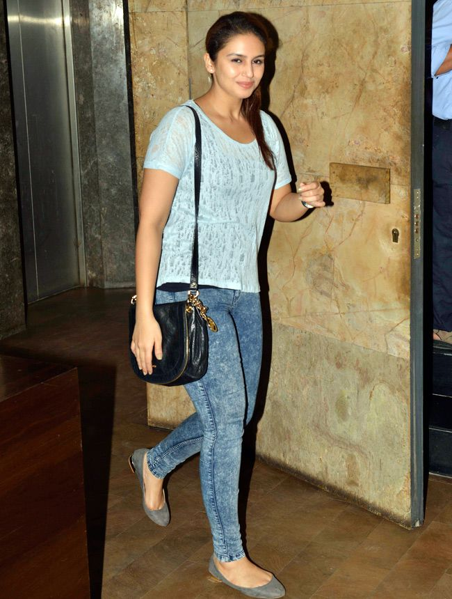 Huma Qureshi looks casual chic at the screening of Shaadi Vaadi. #Bollywood #Fashion #Style #Beauty